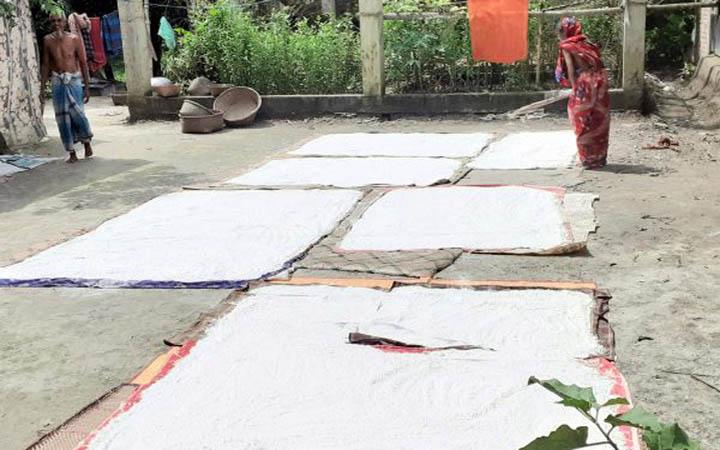 ঈদকে কেন্দ্র করে কুমিল্লার চালের গুড়ি প্রস্তুত করা হচ্ছে
