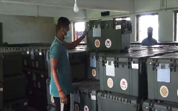 নওয়াপাড়ায় ইভিএমসহ নির্বাচনী সরঞ্জাম প্রেরণ