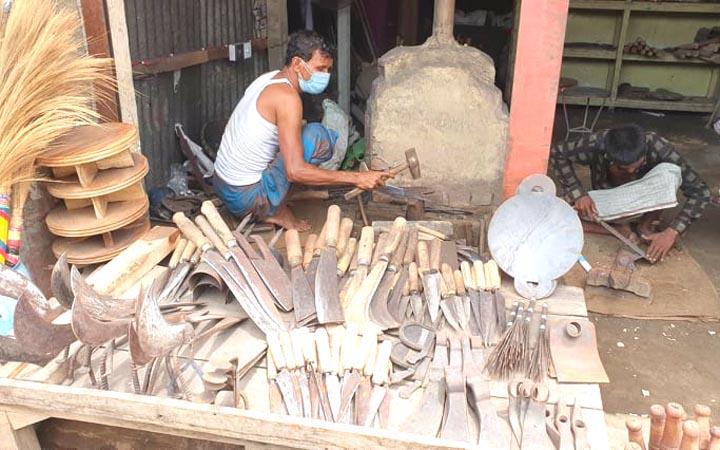 টুং টাং শব্দে মুখরিত কুমিল্লার কামারপাড়া