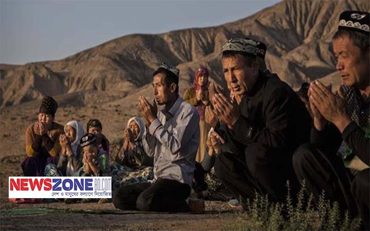 অত্যাচার থেকে বাঁচতে নদীতে কোরআন ভাষিয়ে দিচ্ছেন চীনা মুসলিমরা