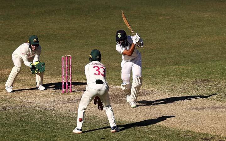 শেষে দিনে ভারতের দরকার ৩০৯ রান, অস্ট্রেলিয়ার ৮ উইকেট