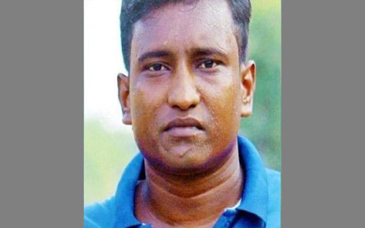 নোয়াখালীতে যুবলীগকর্মীকে পিটিয়ে হত্যা করল চাচা