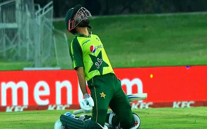 টি-২০ ক্রিকেটে দ্রুততম সেঞ্চুরির রেকর্ড বাবরের, সহজ জয় পাকিস্তানের