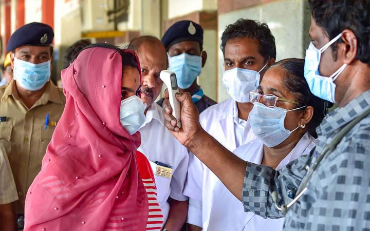 ভারতে করোনায় রেকর্ড সংক্রমণ, একদিনে ২ হাজারের বেশি মৃত্যু