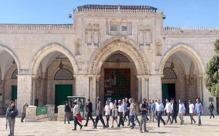 পুলিশি পাহারায় মসজিদুল আকসায় ইহুদিদের প্রবেশ