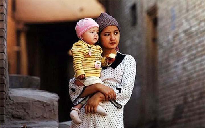 উইঘুর মুসলিম : আগামী ২০ বছরে এক-তৃতীয়াংশ কমতে পারে