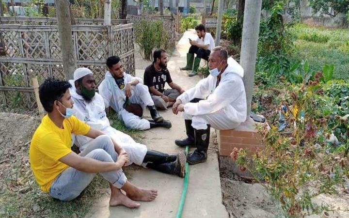 করোনায় মৃত্যু : লাশ দাফন করতে করতে ক্লান্ত স্বেচ্ছাসেবীরা