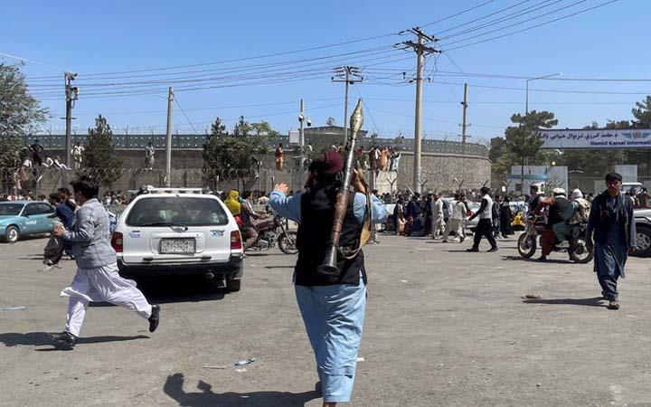 আফগানিস্তানে গুলি ছুড়ে 'বিজয়োল্লাস' : নিহত ১৭