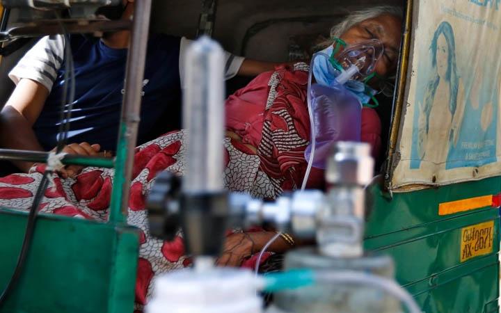 ভারতে করোনা পরিস্থিতি শোচনীয়, দিল্লিতে সাত দিনের কারফিউ