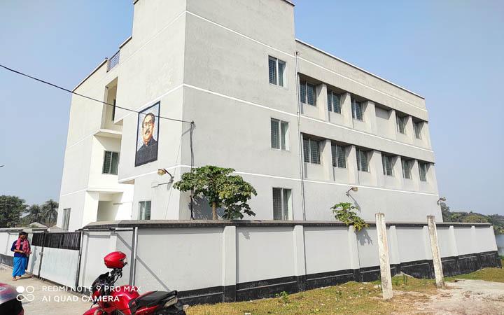 কয়েক বছরেও হস্তান্তর হয়নি পাবনা জেলা মুক্তিযোদ্ধা কমপ্লেক্স