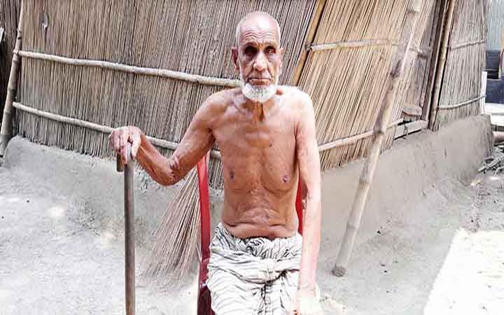 সুজানগরে জীবিত শতবর্ষী ব্যক্তিকে মৃত দেখিয়ে বয়স্কভাতা বন্ধ