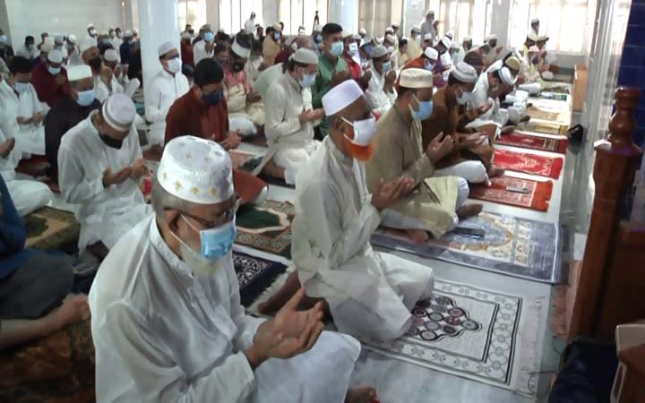 কুষ্টিয়ায় ১৫০টি মসজিদে পবিত্র ঈদুল আযহার নামাজ আদায়